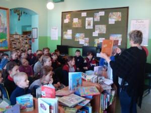 Dzieci odwiedzają Bibliotekę